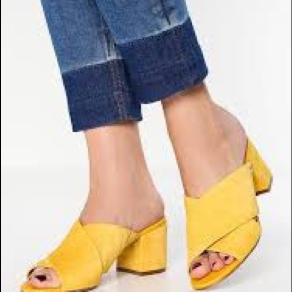 Sam Edelman Stanley block heeled mule 39 9 yellow